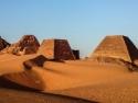 northern-pyramid-field-2