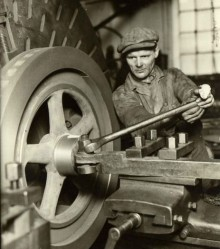 Åge Fredslund Andersen. Fitter at the face lathe, Sabroe Machine Works, Århus, Denmark, 1934
