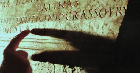 A touch reading of a partially-faded inscription in the catacombs of St. Alexander on via Nomentana in Rome. Picture by Giorgio Crimi.