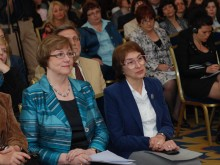 Sinika Sipila (president-elect of the International Federation of Library Associations (IFLA) and Sabina Aneva (Deputy Executive Director of NALIS) attentively listening to Prof. B. Hristova's presentation. (courtesy of Nalis Foundation)