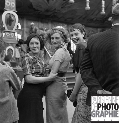Silver gelatine glass plates reprinted in HDR with very high resolution give a totally new photo experience, with these beautiful girls laughing at you from decades away. Gaston Paris | location unknown (France), 1935 Young women at a fun fair. Roger-Viollet collections © Gaston Paris/Roger-Viollet
