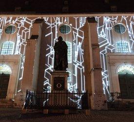 """12.08.2017 / Genius Loci Weimar / Stadtkirche St. Peter und Paul (Herderkirche) / """"MIRROR"""" Visuals: Kento Tomiyoshi, Musik: Makoto Shozu / Foto: Henry Sowinski"""