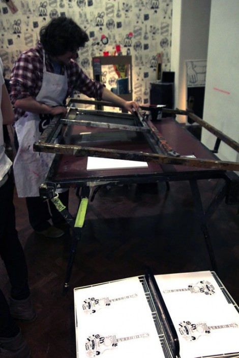 Print-club-room-with-live-screenprinting.jpg